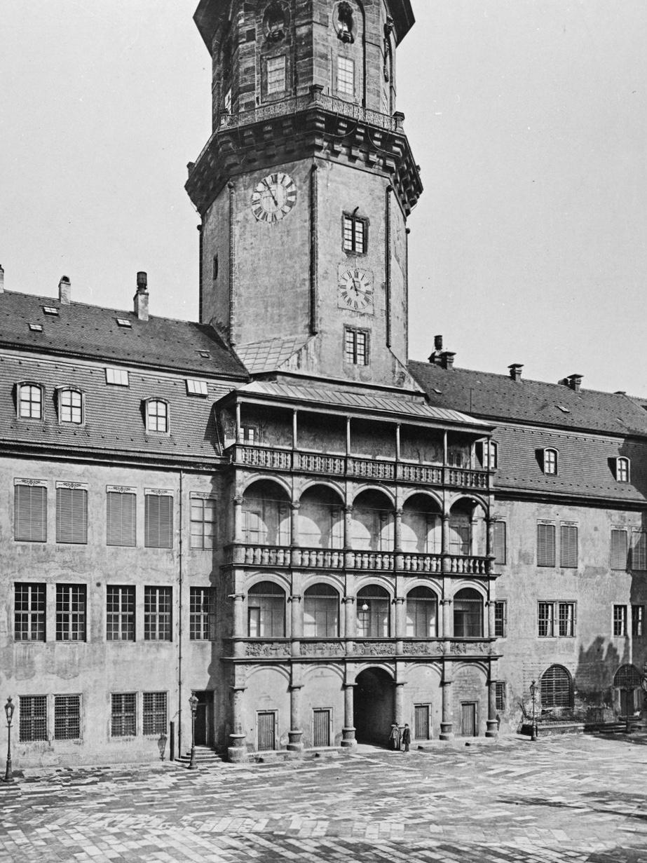 Nordfassade großer Hof Mansarden II