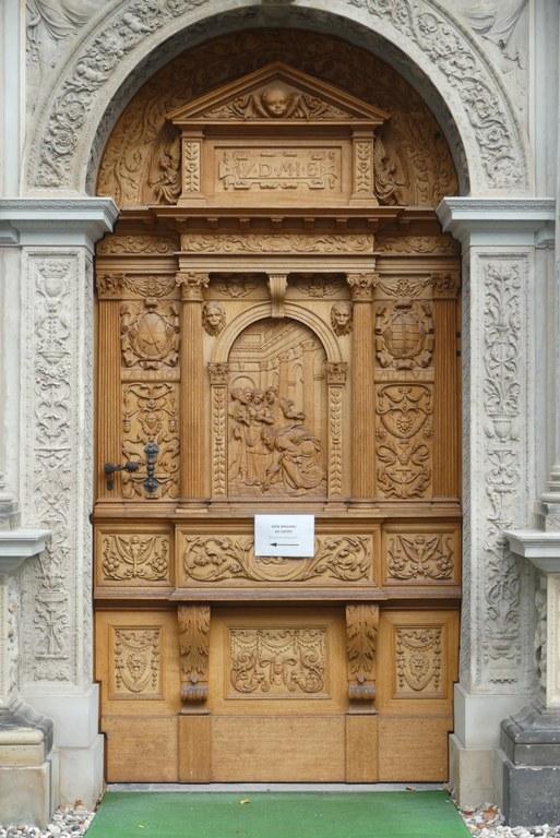 Die hölzerne Tür