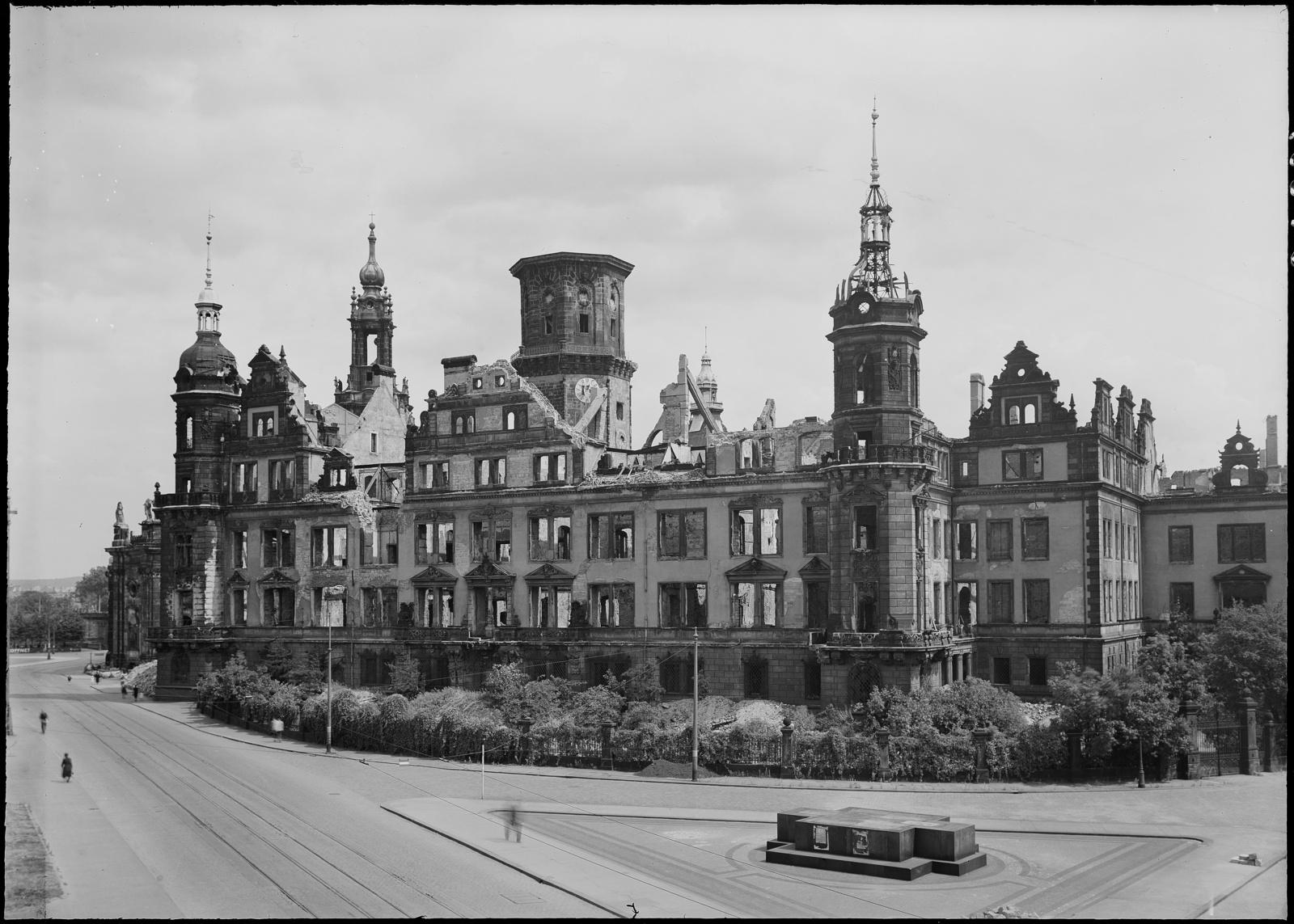 Schlossruine, Ansicht von Westen, 1947