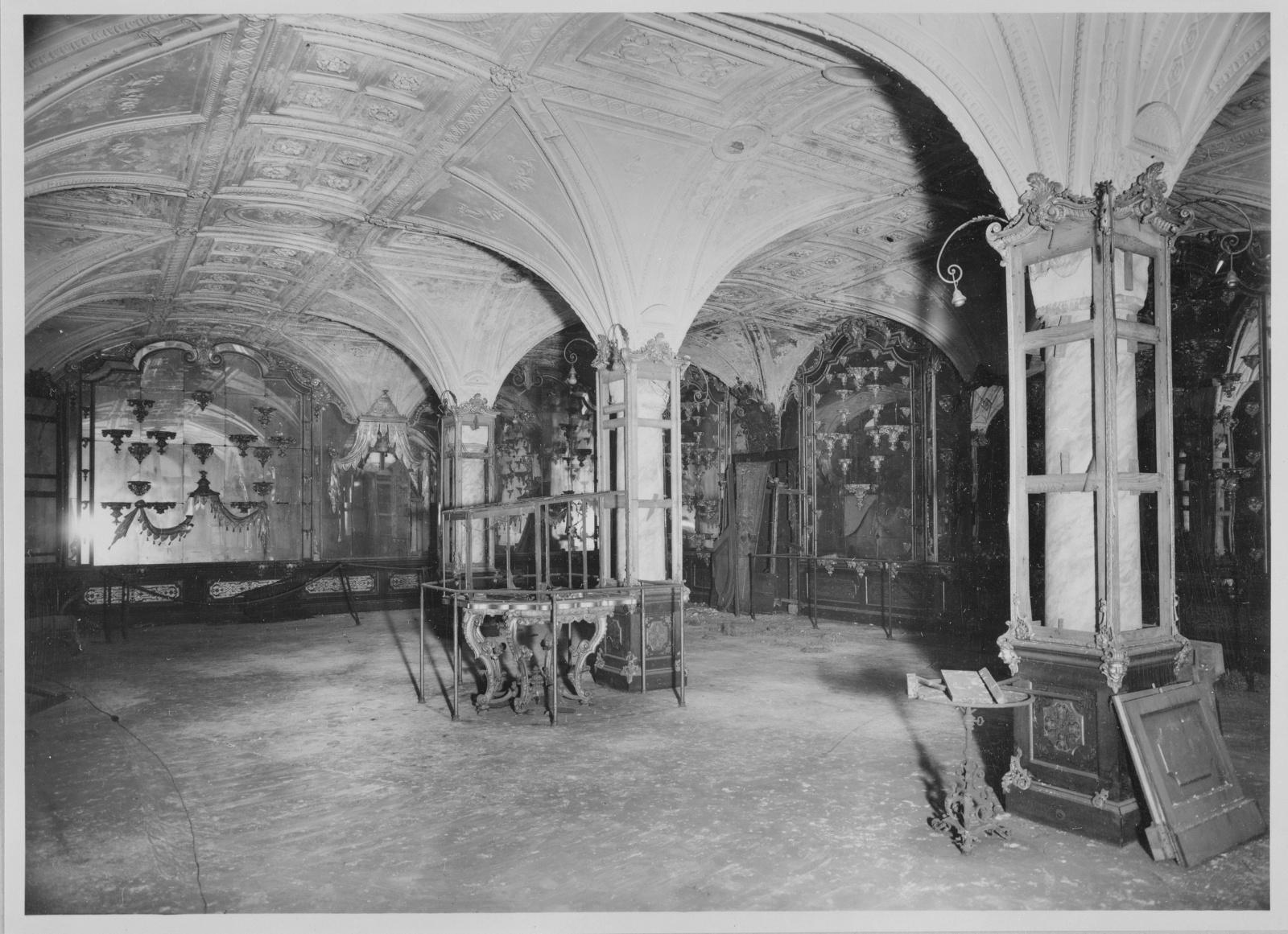 Der Pretiosensaal im Historischen Grünen Gewölbe ist nahezu unzerstört, 1957