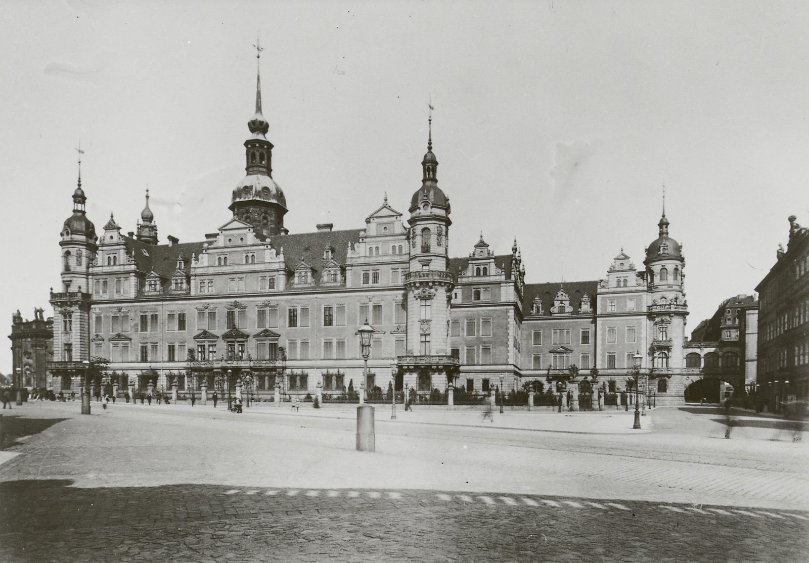 Der Westflügel vor 1896